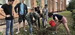 Выпускники гатчинского лицея посадили сирень
